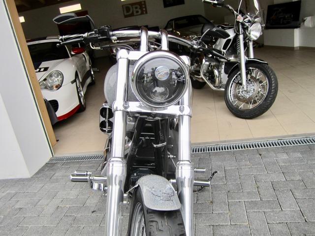 Harley-Davidson DYNA Street Bob  CUSTOM SPEZIAL Jekill und Hyde (Bild 4)