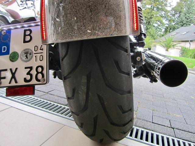 Harley-Davidson DYNA Street Bob  CUSTOM SPEZIAL Jekill und Hyde (Bild 21)