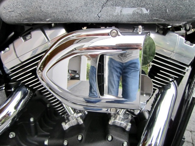 Harley-Davidson DYNA Street Bob  CUSTOM SPEZIAL Jekill und Hyde (Bild 22)