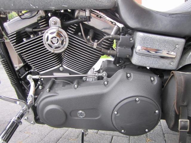 Harley-Davidson DYNA Street Bob  CUSTOM SPEZIAL Jekill und Hyde (Bild 17)