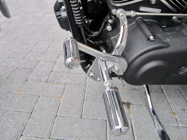 Harley-Davidson DYNA Street Bob  CUSTOM SPEZIAL Jekill und Hyde (Bild 27)