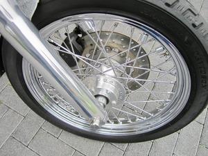 Harley-Davidson DYNA Street Bob  CUSTOM SPEZIAL Jekill und Hyde (Bild 6)