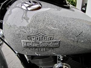 Harley-Davidson DYNA Street Bob  CUSTOM SPEZIAL Jekill und Hyde (Bild 7)