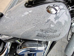 Harley-Davidson DYNA Street Bob  CUSTOM SPEZIAL Jekill und Hyde (Bild 10)