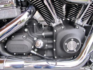Harley-Davidson DYNA Street Bob  CUSTOM SPEZIAL Jekill und Hyde (Bild 16)
