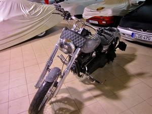 Harley-Davidson DYNA Street Bob  CUSTOM SPEZIAL Jekill und Hyde (Bild 1)